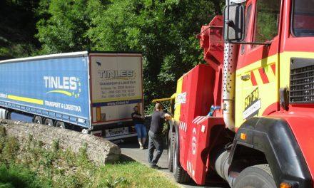 Lozère : encore un camion qui emprunte la RN 106 malgré l'interdiction et se retrouve coincé