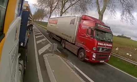 Filmé, le dépassement ahurissant d'un camion oblige le transporteur à s'excuser