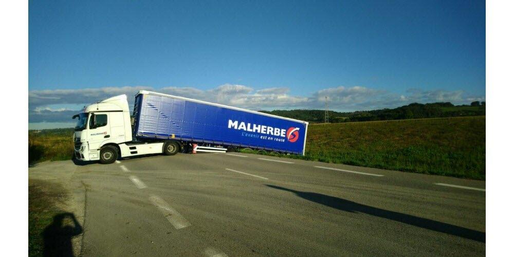 Nord-Isère : un camion en mauvaise posture a barré la RD 36